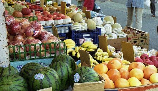遺伝子組み換え作物が消費者に並ぶ
