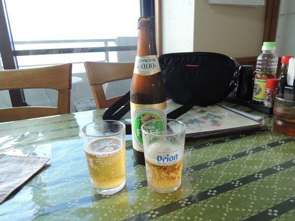 仲泊海産物料理店ビール