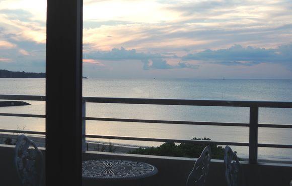 仲泊海産物料理店から海が見える