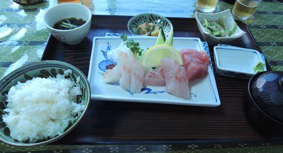 仲泊海産物料理店さしみ定食