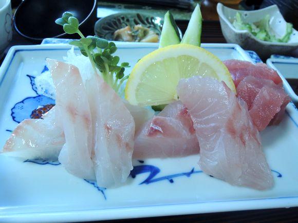 仲泊海産物料理店さしみ定食2