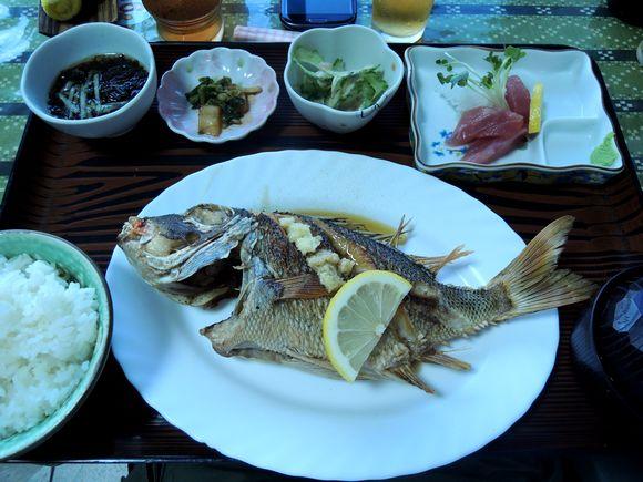 仲泊海産物料理店魚バター焼き定食