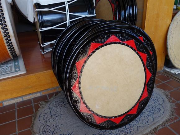 太鼓を塗る