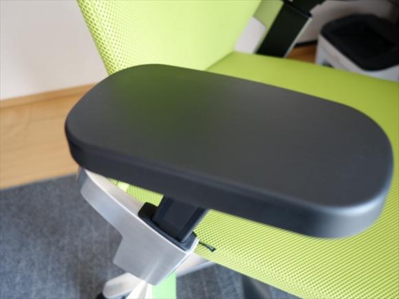 肘かけ椅子