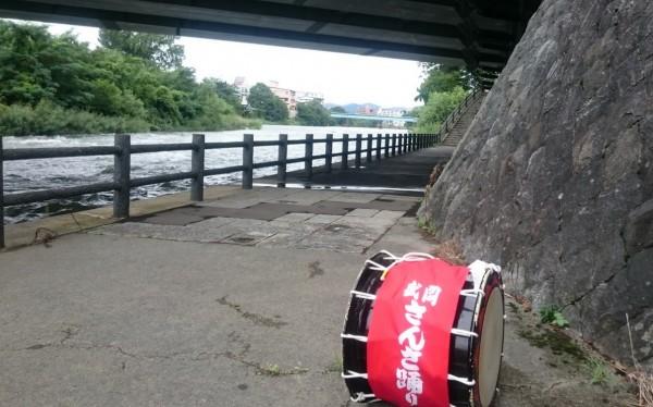 盛岡さんさ踊り練習橋の下