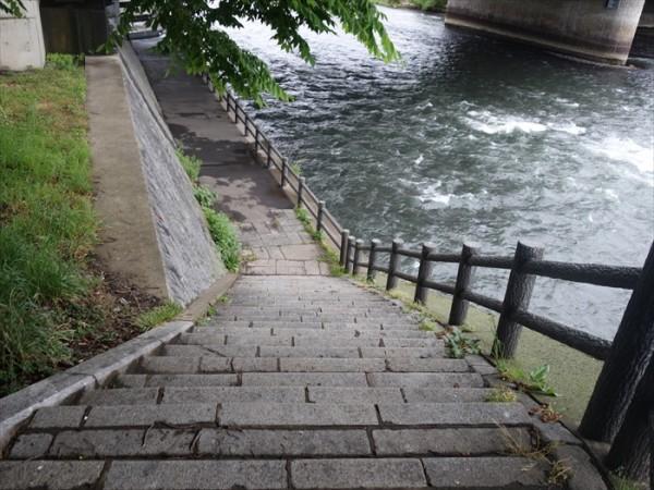 盛岡さんさ踊り橋の下