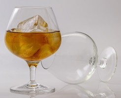 若者がお酒を飲まなくなったのは消費優先順位が低いから