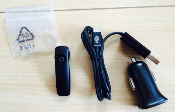 BluetoothヘッドセットM165シガーソケット商品内容物