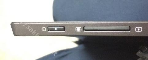 ウルトラブック用2ディスプレイASUS168B+ボタン部分