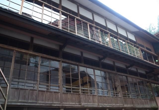 白石蔵王駅付近の鎌先温泉 湯主一條