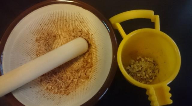 ボレー粉に鰹節混ぜ