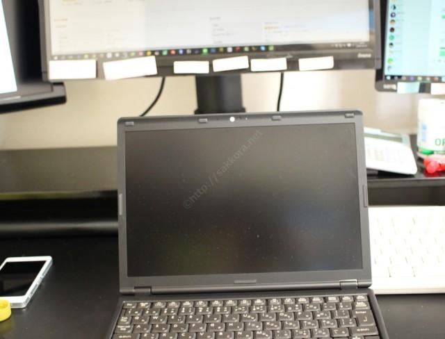 ノートPCのディスプレイの高さ